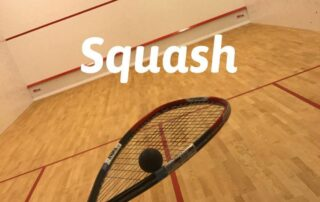 Rakieta i kort Squash