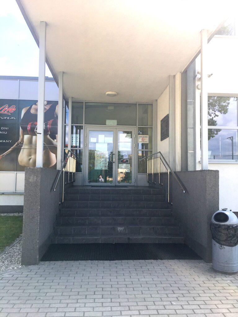 Wejście główne na Basen Arena.