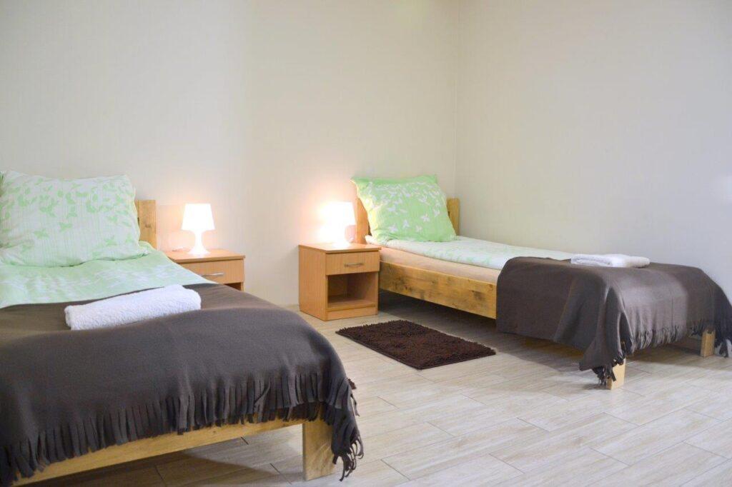 Pokój dwuosobowy, łóżka jednoosobowe